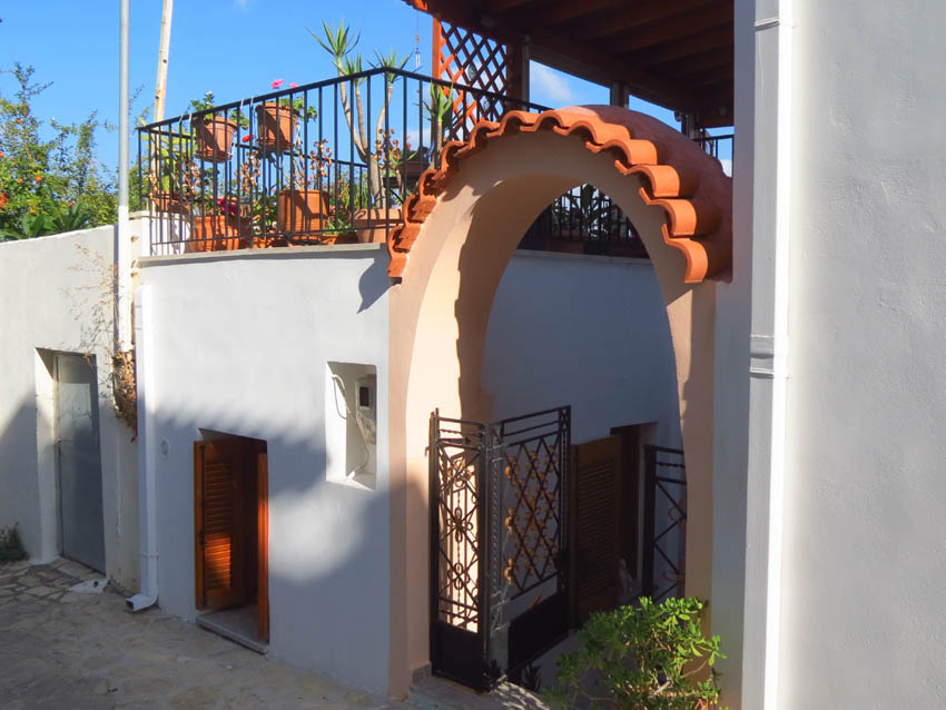 2 Bedroom Property in Sitia Greece for Sale
