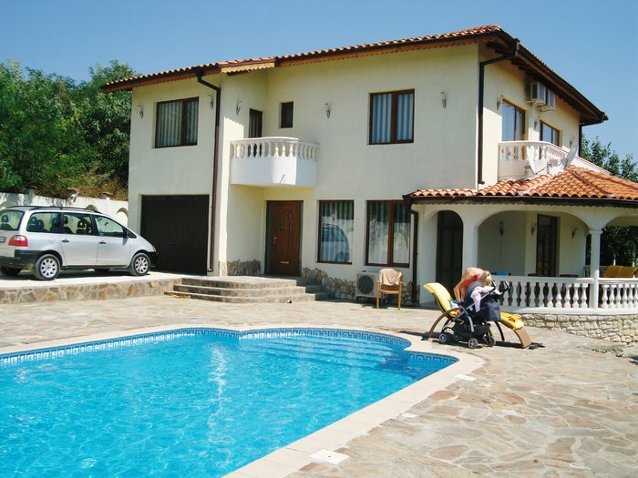 Private Villa for sale in Kalimantsi Bulgaria