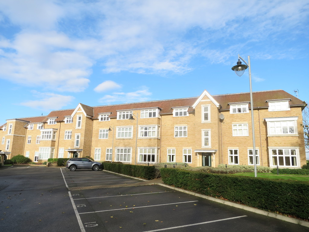 Executive Penthouse For Sale in Newmarket England