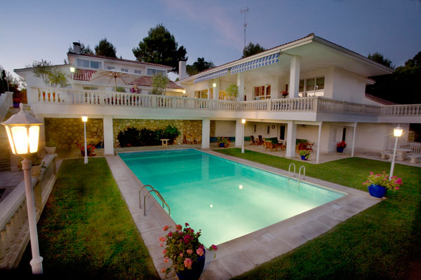 Luxury Villa for Sale in Pareja Spain