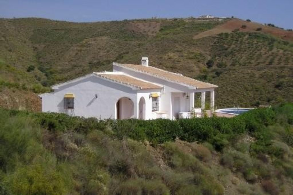 Three Bedroom Villa For Sale in Alcaucin Spain