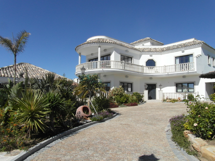 Villa For Sale in Torreguadiaro Sotogrande Cadiz Spain