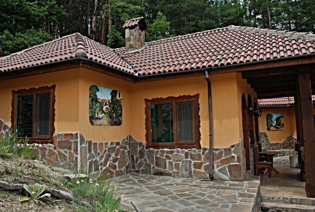 1552564037-sell-property-46812596.jpg