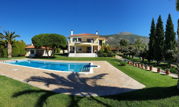 Stunning nine bedroom estate for sale in Eretria Greece