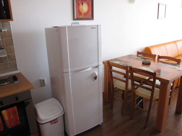1573116987-sell-property-fridge.JPG