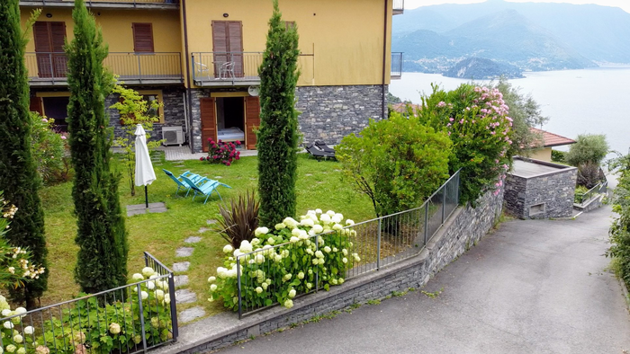 Stunning Apartment in Lake Como with very large garden and garage