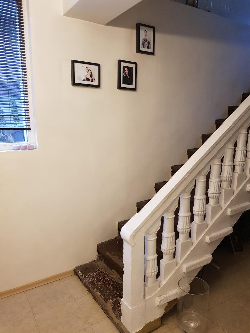 1602011199-sell-property-whitehouse_stairs.jpg