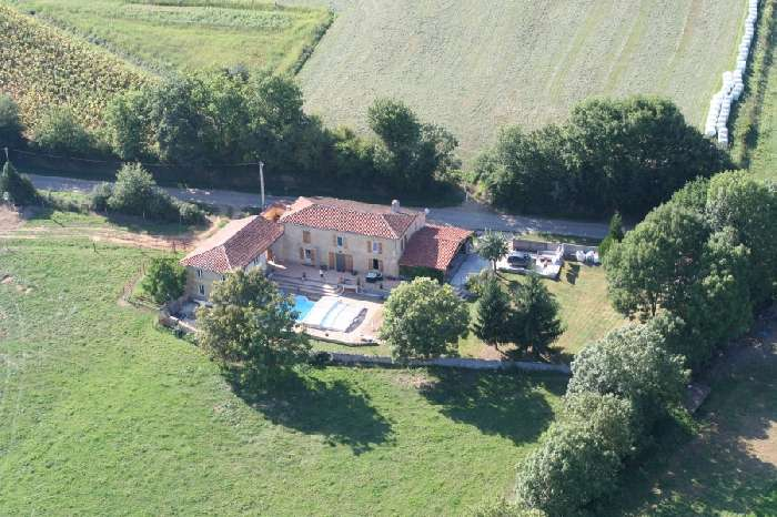 Farmhouse & Guesthouse with Country & Mountain Views - Recently Renovated.