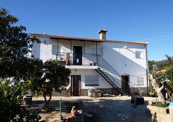 5 Bedroom Villa for Sale in Caceres
