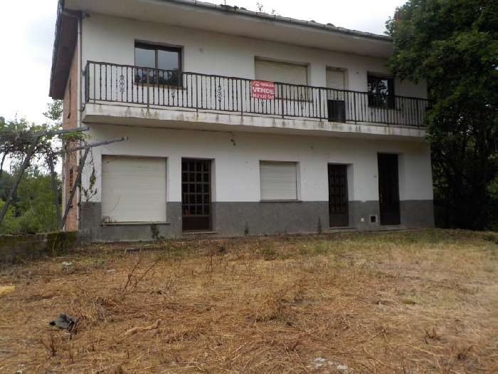 2 Storey House for Sale in Lugo