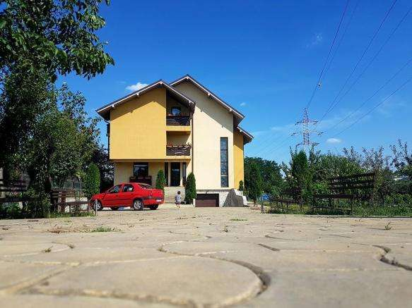 Private Villa for Sale in Suceava